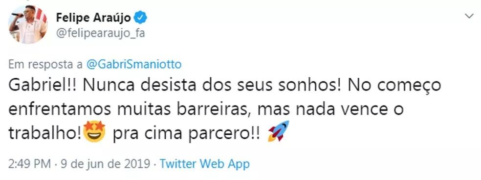 Felipe Araújo dá apoio para Gabriel Smaniotto após vídeo de show que viralizou — Foto: Reprodução/Twitter