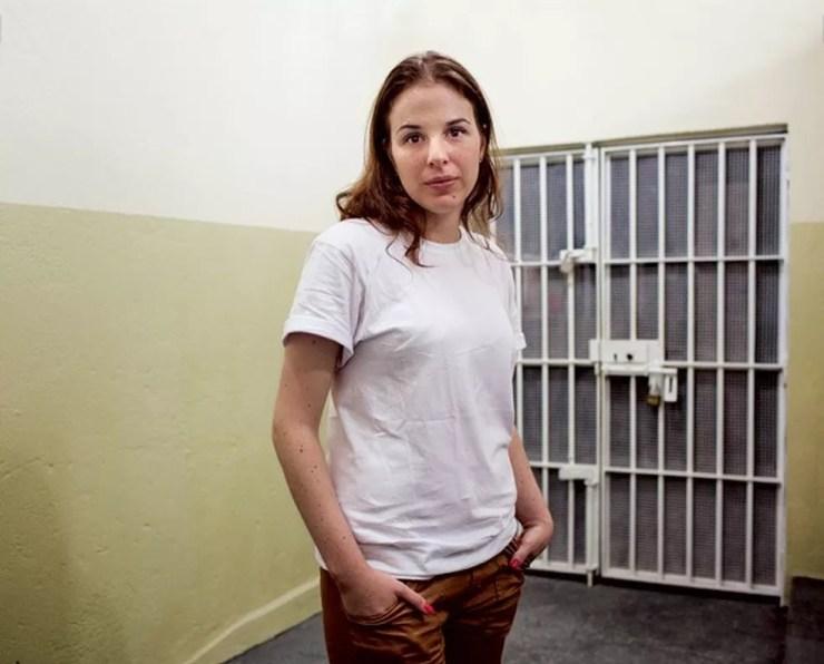 Suzane está presa desde 2002 após assassinato dos pais  (Foto: André Vieira/Marie Claire)