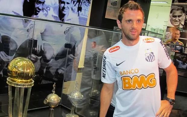 Montillo apresentado no Santos (Foto: Lincoln Chaves / Globoesporte.com)