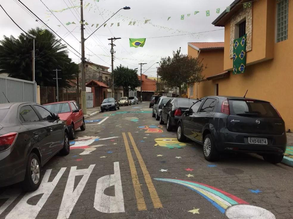 A Rua Rádio, no bairro Prosperidade, em clima de Copa do Mundo (Foto: Bárbara Muniz Vieira/G1)