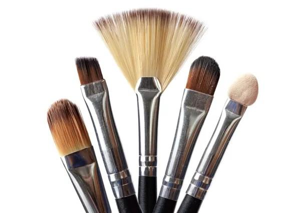 Como limpar pincéis de maquiagem corretamente! Glamour ensina (Foto: Thinkstock)