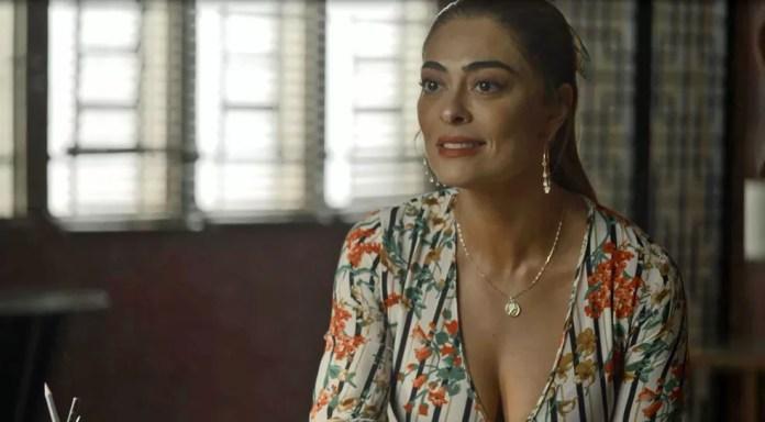 Maria da Paz (Juliana Paes) garante a Fabiana (Nathalia Dill) que vai voltar a ser dona da fábrica, na novela 'A Dona do Pedaço' — Foto: Globo