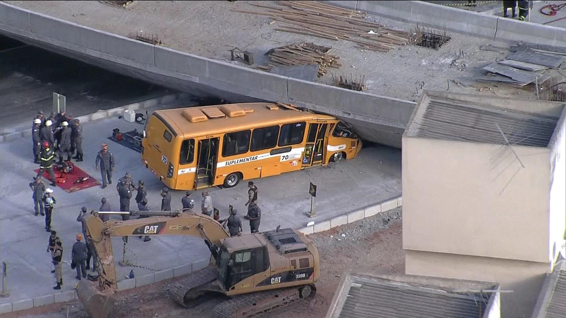 Viaduto desaba na Avenida Pedro I (Foto: reprodução GloboNews)