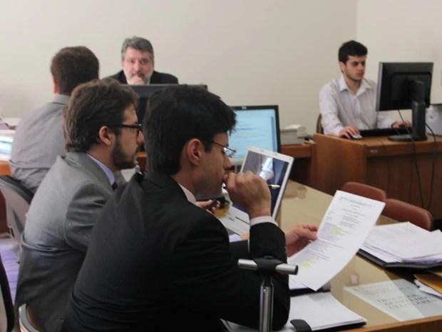 Advogados, promotor e juiz acompanham depoimentos em Poços de Caldas (Foto: Jéssica Balbino / G1)