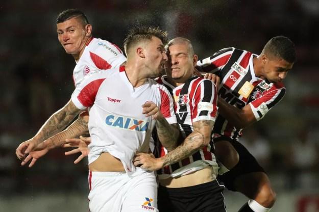 Santa Cruz e Náutico caíram juntos para a Série C do Campeonato Brasileiro (Foto: Aldo Carneiro/Pernambuco Press)