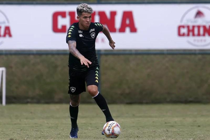 Cara nova, Bruno é aposta para comandar o meio — Foto: Vitor Silva/Botafogo