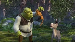 Ao retornar de sua lua de mel, Fiona recebe uma carta de seus pais, que não sabem que ela agora é um ogro, convidando-a para um jantar juntamente com seu grande amor, na intenção de conhecê-lo. A muito custo Fiona consegue convencer Shrek a ir visitá-los, tendo ainda a companhia do Burro. Porém os problemas começam quando os pais de Fiona descobrem que ela não se casou com o Príncipe, a quem havia sido prometida.