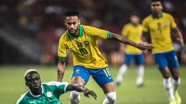 Neymar em ação no amistoso Brasil x Singapura