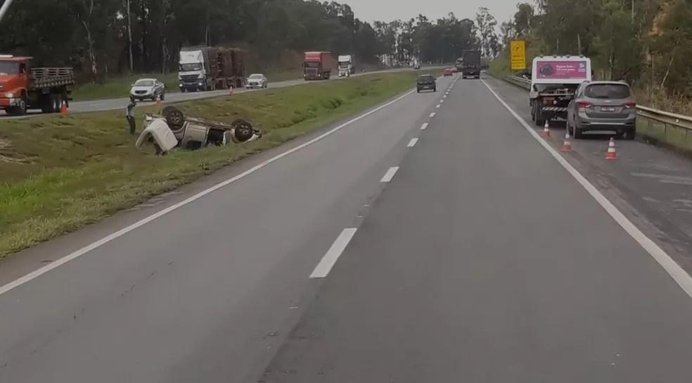 REDE PORTAIS - O PORTAL DO VETOR DO NORTE caminhonete Dois veículos tombam na BR-040, em Sete Lagoas, em menos de uma hora Noticias SETE LAGOAS