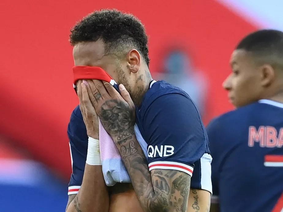 Neymar ganha apoio de fãs no Twitter, mas é criticado por revista e comparado a Ronaldinho