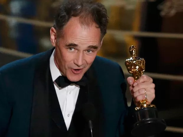 Mark Rylance recebe Oscar de melhor ator coadjuvante por 'Ponte dos espiões' (Foto: REUTERS/Mario Anzuoni)