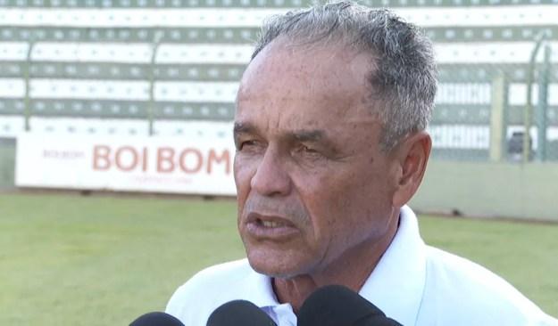 Roberval Davino disse que a base do CRB tem tudo para revelar bons jogadores no futuro — Foto: Reprodução/EPTV