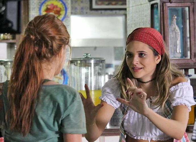 Cassandra descobre que a florista ruiva é Eliza (Foto: Gshow)