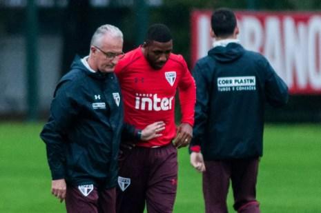 Dorival Júnior orienta Jucilei durante o treino desta quinta-feira (Foto: Maurício Rummens/Fotoarena/Estadão Conteúdo)