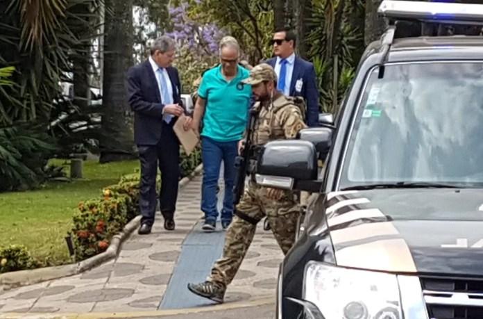 Marcos Valério deixa Superintendência da Polícia Federal, em Belo Horizonte, em agosto, após depoimento em processo de colaboração premiada — Foto: Pedro Ângelo/G1