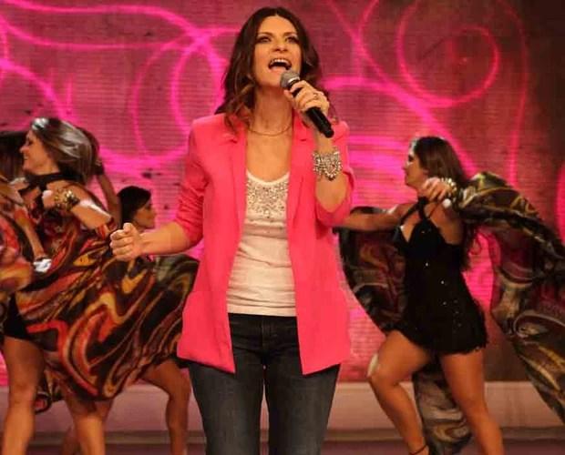 A cantora italiana empolgou a plateia ao cantar a música Inesquecível (Foto: Domingão do Faustão/TV Globo)