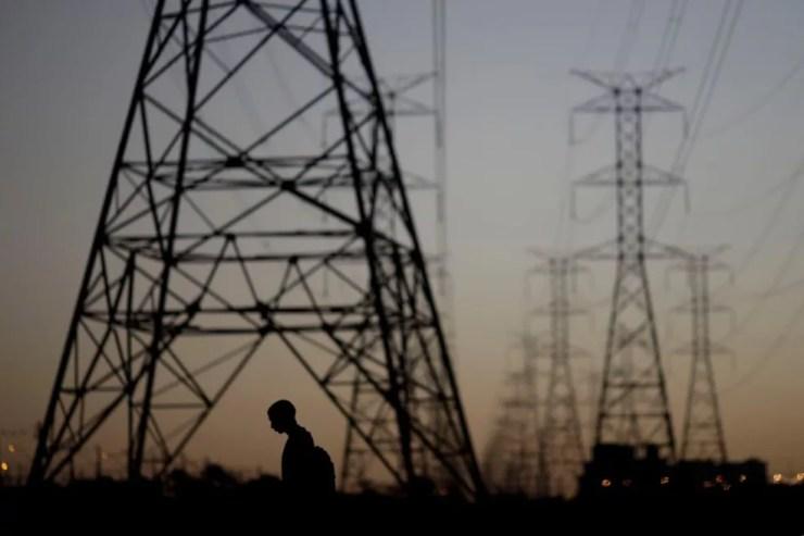 Preço médio da energia elétrica caiu 4,04% em novembro, exercendo a maior contribuição negativa no IPCA — Foto: Ueslei Marcelino/Reuters