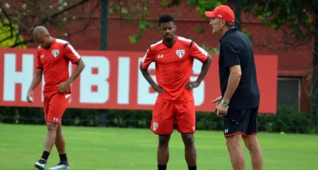 Edgardo Bauza Michel Bastos São Paulo (Foto: Erico Leonan / Site oficial do São Paulo FC)