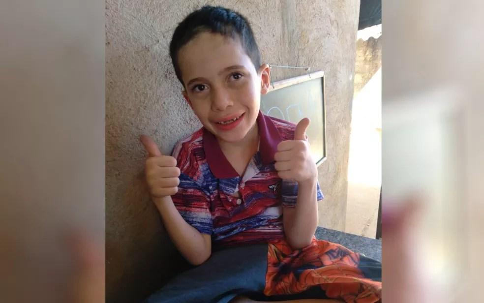 Bruno Clemente Dias, de 7 anos, aguarda cirurgia em Aparecida de Goiânia — Foto: Arquivo Pessoal/Cosma Dias