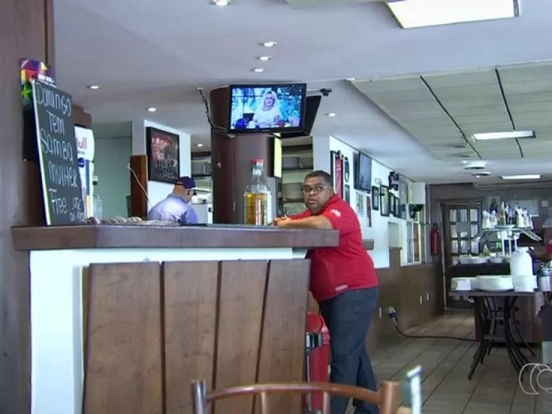 Projeto de lei que prevê restrição de horários a bares divide opiniões, em Goiânia, Goiás (Foto: Reprodução/TV Anhanguera)