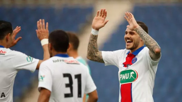 Icardi comemora um de seus gols sobre o Angers pela Copa da França