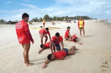 Bombeiros inscrevem surfistas para capacitação de resgate aquático em Cabedelo — Foto: Secom-PB/Divulgação