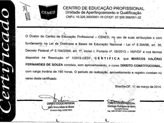 Diploma do curso de direito constitucional feito por Marcos Valério (Foto: Reprodução)