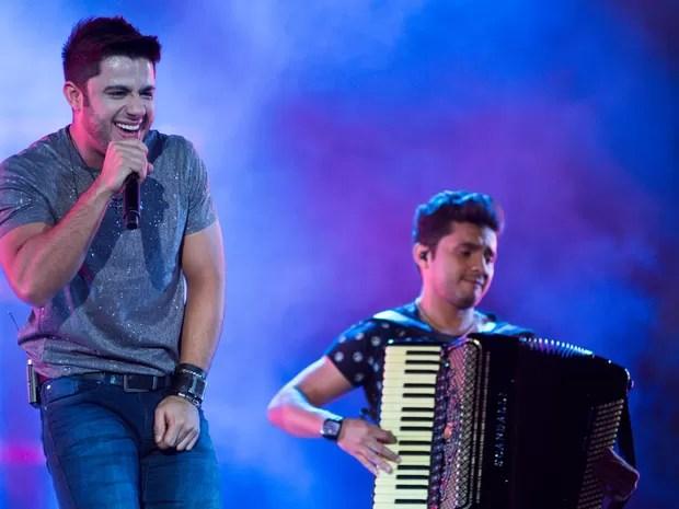 Sábado (23) - Com performances animadas, cantor não deixou o público parado (Foto: Érico Andrade/G1)