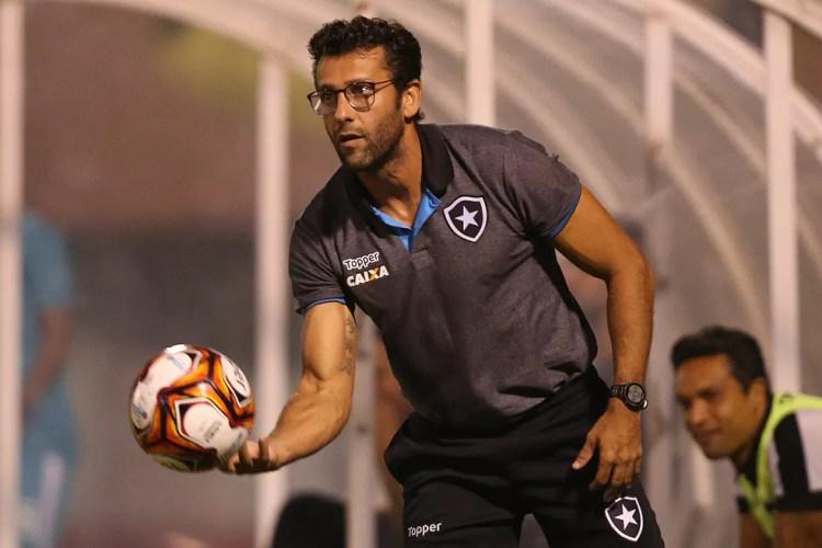 Valentim com a bola toda em sua estreia no Alvinegro (Foto: Vitor Silva/SSPress/Botafogo)