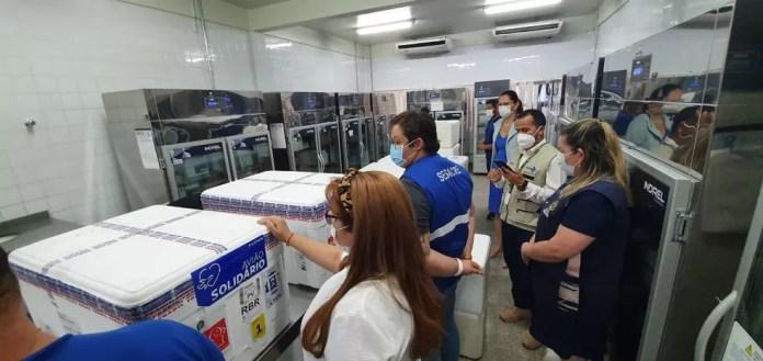 Lotes foram levados para o PNI para serem distribuídos para os municípios acreanos — Foto: Andryo Amaral/Rede Amazônica Acre