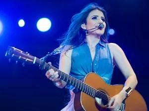 Paula Fernandes cantou 'Não precisa' e emocionou o público (Foto: Érico Andrade/G1)