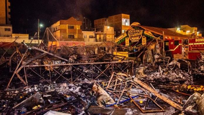 Incêndio destruiu 24 barracas no Parque do Povo durante São João 2018 de Campina Grande — Foto: Renan Zott/Arquivo pessoal