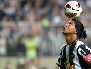Ronaldinho Gaúcho jogo Atlético-MG contra Newell´s (Foto: AFP)