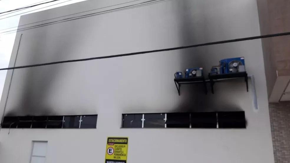 Princípio de incêndio em Panificadora na manhã deste domingo (8) (Foto: Bena Santana/Tv Tapajós)