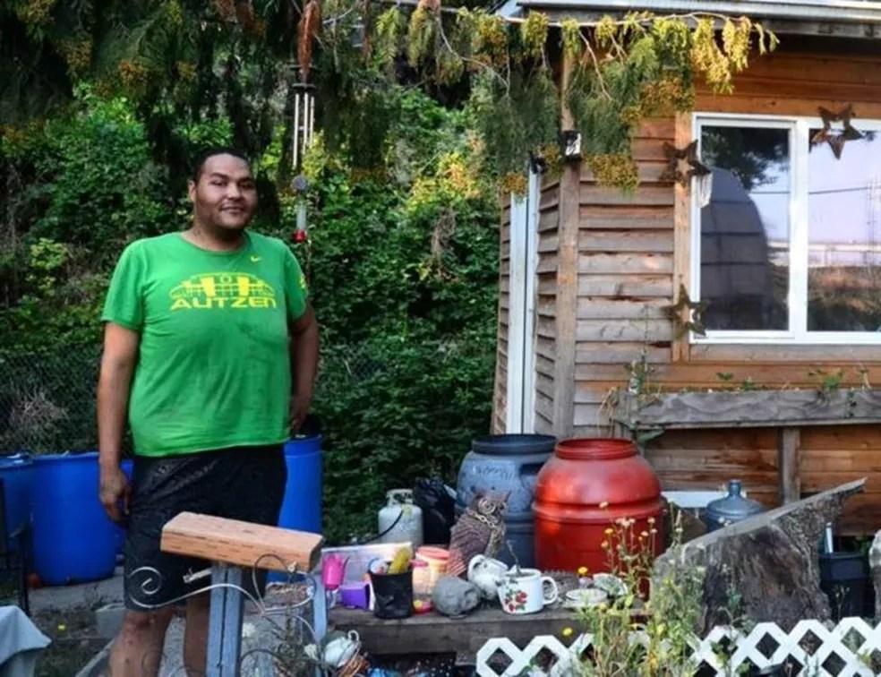 """""""É muito assutador. A população de rua só cresce"""", diz Tequila, que tem 37 anos e vive em um acampamento em Portland — Foto: BBC"""