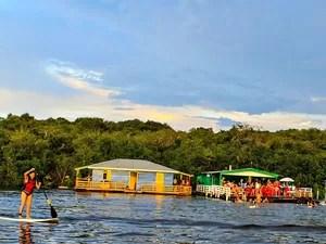 Abaré oferece Stand Up Paddle aos visitantes  (Foto: Reprodução/ Facebook)