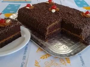 Bolo popularmente chamado de nega maluca virou bolo afrodescendente em Rio Grande (RS) (Foto: Pão da Praia/Divulgação)