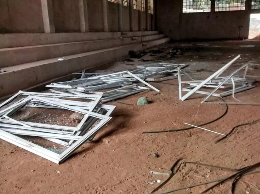Suspeitos afirmaram à GCM que venderiam o material (Foto: Guarda Civil Municipal/Divulgação)