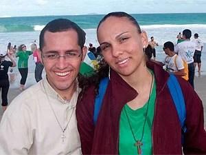 Padre larga batina e assume amor após engravidar jovem na Bahia (Foto: Emília Carneiro/ Arquivo Pessoal)