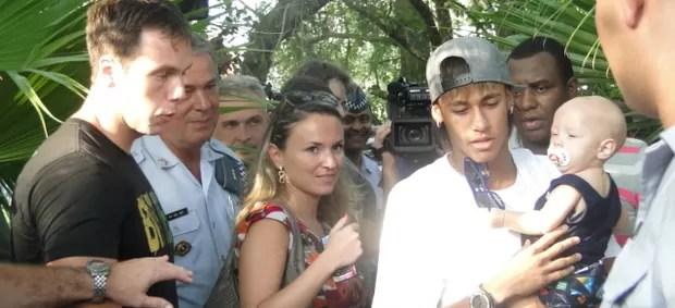 Neymar com o filho Davi Lucca em evento em Santos (Foto: Mariane Rossi / TVTribuna.com)