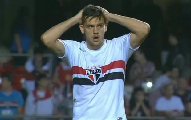 Rafael Toloi perde pênalti Sul-Americana (Foto: Reprodução SporTV)