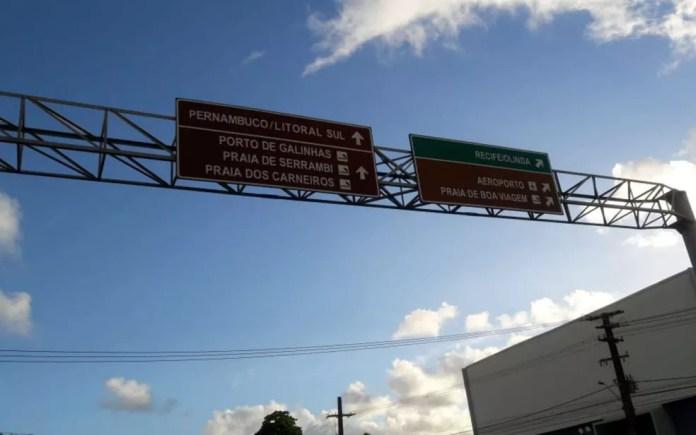 Placas indicam trecho da rodovia onde caminhoneiro do DF aderiu à greve da categoria (Foto: Arquivo pessoal)