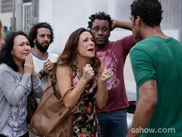 Juliana perde a linha e briga feio com Jairo pelo descuido (Foto: Fábio Rocha/TV Globo)