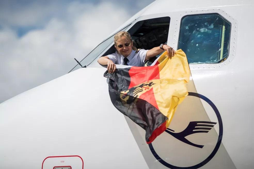 Retorno do avião da Alemanha após título da Copa das Confederações (Foto: Getty Images)