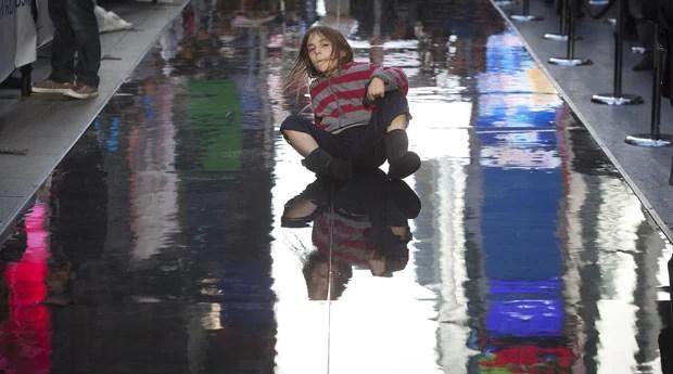 Garota durante a tentativa de quebrar o recorde (Foto: Carlo Allegri/Reuters)