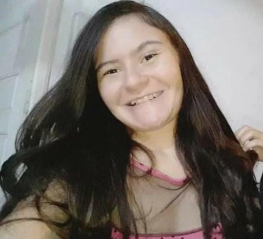 Sandra Letícia Gonçalves da Silva, de 22 anos, foi encontrada morta, sem roupa, dentro de casa — Foto: Arquivo da família