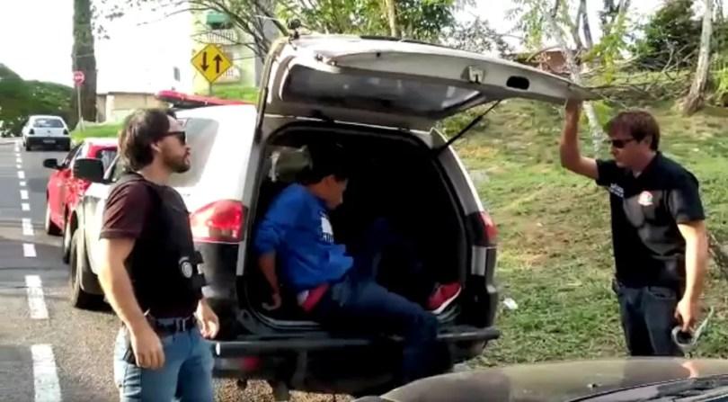 Servente de pedreiro foi o primeiro suspeito preso pela Polícia Civil  (Foto: TV TEM/Reprodução)