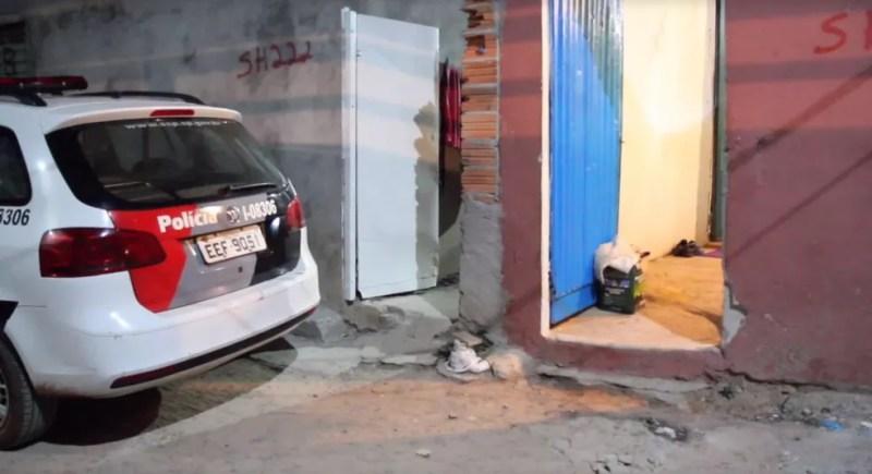 Jovem foi morta a tiros em casa, em Campinas (SP) — Foto: Luciano Claudino/Código19