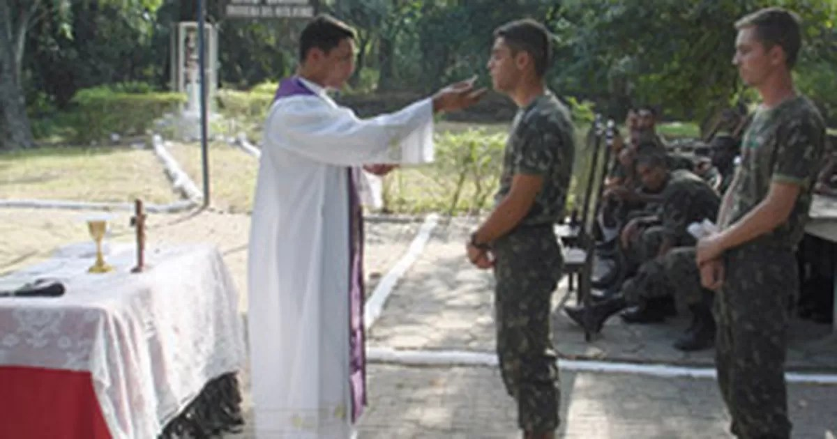 Resultado de imagem para capelão militar