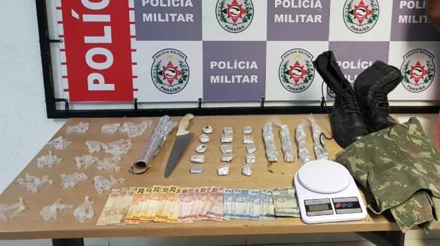 Material apreendido com suspeito, no limite das cidades de João Pessoa e Santa Rita, na PB — Foto: Polícia Militar/Divulgação